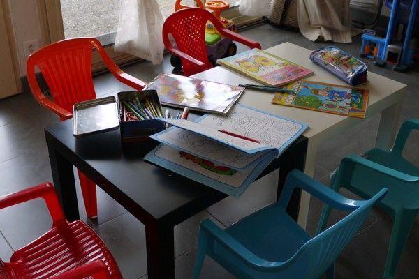 Les petites tables et les petites chaises